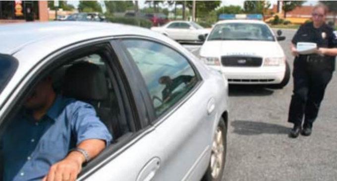 Investigan revisión de tránsito que acabó en arrestos de inmigración