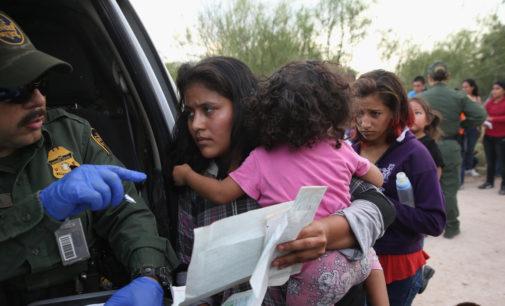 Más de 3,600 centroamericanos llegados desde 2014 a las Carolinas tienen orden de deportación