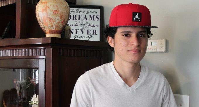 Joven salvadoreño espera seguir al lado de su familia si logra el asilo