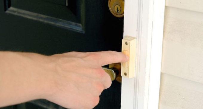 Policía de Chapel Hill pide denunciar a presuntos vendedores puerta a puerta