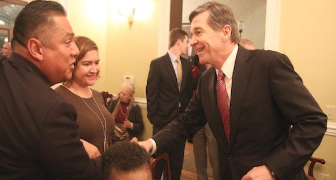 Esperan que nuevo gobernador frene leyes contra los inmigrantes