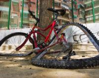 Arrestan a conductor que atropelló a ciclista latino y huyó