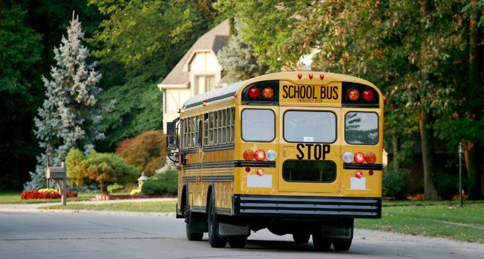 CMS realiza feria de trabajo para chóferes de autobús escolar