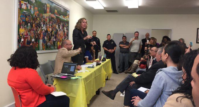 Alcaldesa asegura que la policía no hará el rol de agentes de inmigración en Charlotte