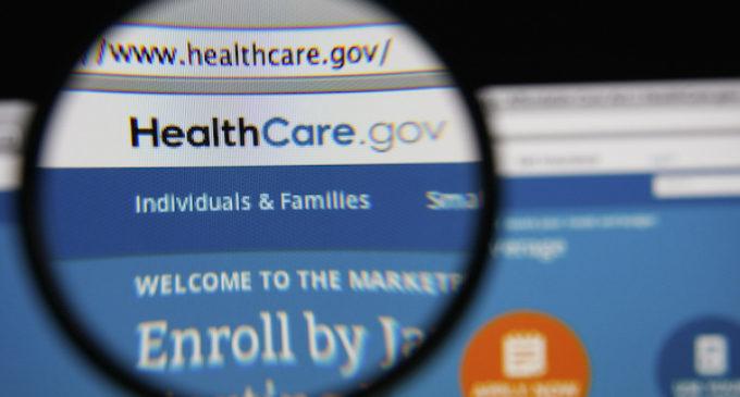Más de 23,000 latinos estarían en riesgo de perder su seguro de salud si derogan el Obamacare