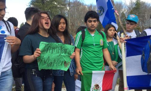 Cerca de 500 estudiantes de Garinger protestan contra medidas migratorias de Trump