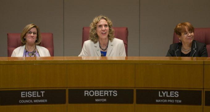 Concejo asegura que orden ejecutiva migratoria no afectará a Charlotte