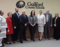 Junta de Educación de Guilford ofrece respaldo a los inmigrantes frente a órdenes ejecutivas