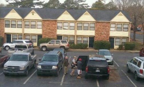 Inmigración arresta a seis latinos en complejo de apartamentos