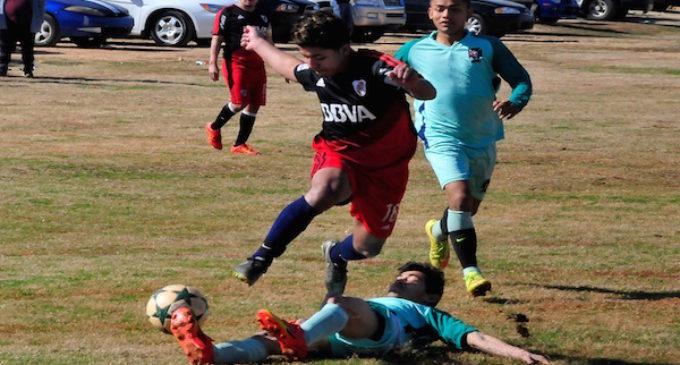 Llanense gana por la mínima diferencia a Súper Star en la Interclub Soccer League