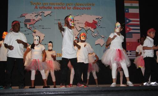 La Escuela Oaklawn celebra diversas culturas en su festival de primavera
