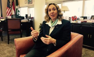Alcaldesa pide a empresas que emplean latinos que alcen su voz a favor de los inmigrantes