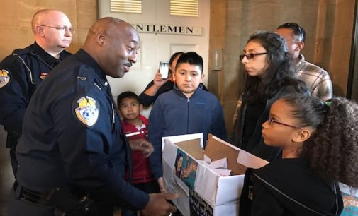 Más de 400 niños latinos piden a gobernador que apoye a las familias inmigrantes