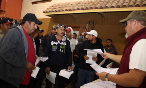 """Recuerdan a trabajadores no pagar """"cuotas"""" para venir con el programa de visas H2A"""