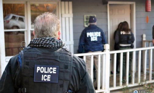 """Estafadores intentan vender """"seguro contra las deportaciones"""""""