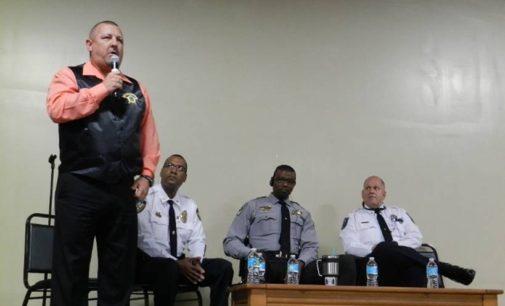 """Autoridades de Siler City aseguran que no están para """"detener y deportar"""" inmigrantes"""