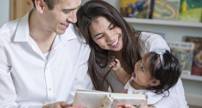 Ofrecen servicio de alfabetización gratuito por mensajes de texto a familias latinas