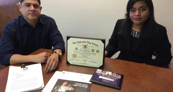 Inmigración se disculpa con soñadora a quien casi deporta