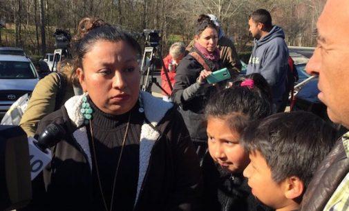Inmigración sigue evaluando caso de madre guatemalteca embarazada