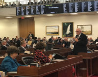 Cámara de Representantes aprueban proyectos que busca identificar indocumentados en pequeñas empresas y a los que establecen subcontratos con el estado y las ciudades