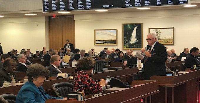 Aprueban proyectos de ley antiinmigrantes en Cámara de Representantes y en comités legislativos