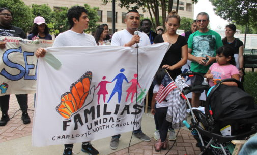 Piden acompañar a padre mexicano a su cita con Inmigración