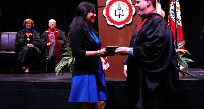 Soñadora que estuvo a punto de ser deportada recibe reconocimiento académico