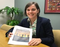 Lanzan guía bilingüe para proteger a inmigrantes ante una posible deportación