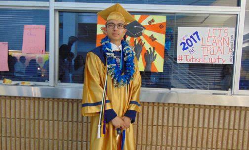 Soñador y activista se gradúa con honores en Greensboro