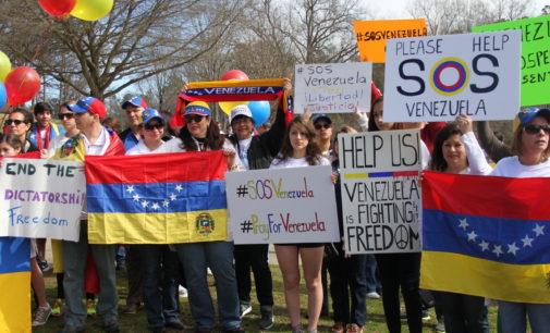 """Convocan a venezolanos a """"gran firmazo mundial"""""""