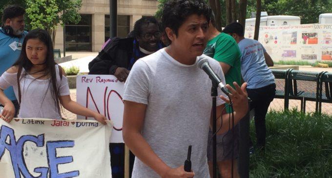 """""""Soñadores"""" celebran con cautela permanencia de DACA"""