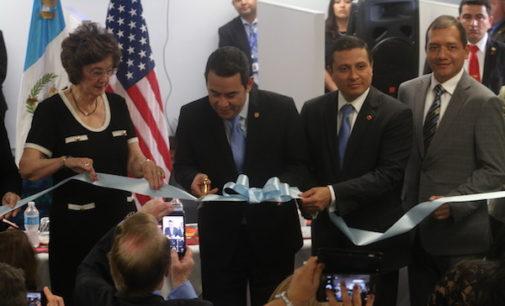 Presidente de Guatemala inaugura consulado en Carolina del Norte