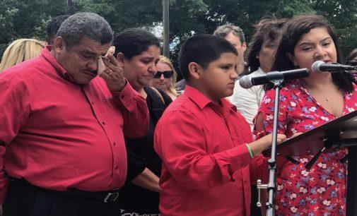 """Ofrecen iglesia como """"santuario"""" a pastor salvadoreño que enfrenta deportación"""