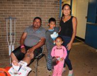 Padre latino lanzó a su familia por el balcón para salvar sus vidas durante incendio