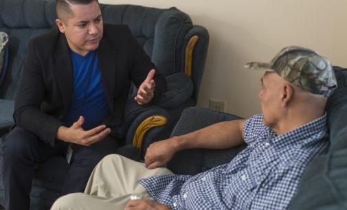 Con labor espiritual y de servicio, mexicano ayuda a su comunidad