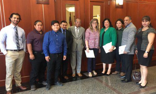 Pastores y soñadores piden a senador Thom Tillis que defienda DACA