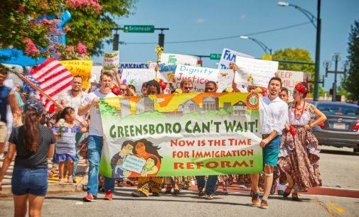 Marchan e inician ayuno para protestar en contra de las deportaciones
