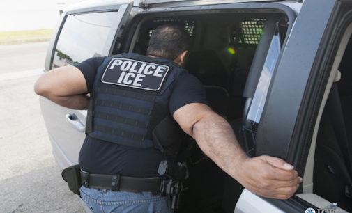 Alguacil de Durham entrega a autoridades migratorias indocumentados acusados por crímenes