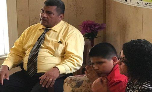 Realizarán jornada de oración por pastor que permanece en santuario hace más de dos meses