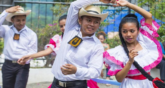 Países centroamericanos celebran su independencia en el marco del Mes de la Herencia Hispana