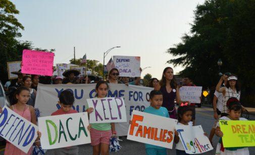 """Decenas marchan en Greensboro en favor de los """"soñadores"""""""