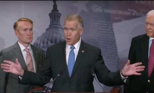 """Republicanos presentan propuesta de ley que ofrece camino a la ciudadanía para los """"soñadores"""""""