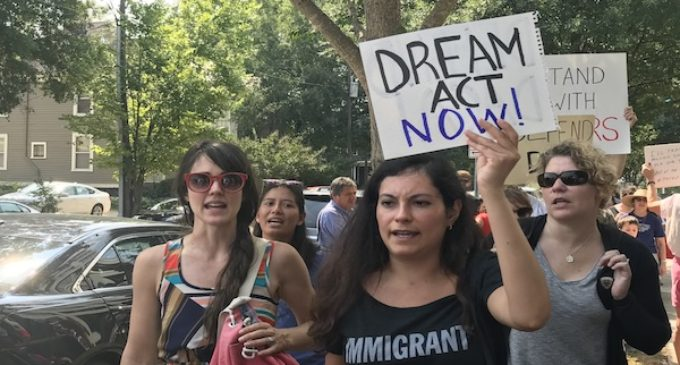 Se acaba el tiempo para que soñadores renueven DACA
