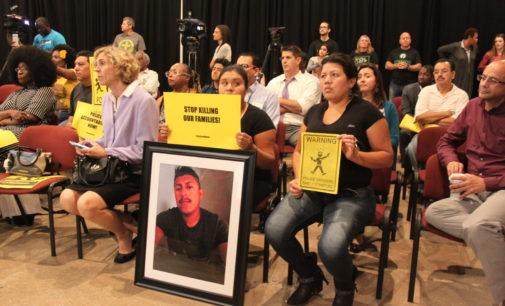 Encaran a jefe de policía por muerte de latino a manos de dos uniformados