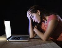Recomiendan a inmigrantes tener cuidado con lo que publican en las redes sociales