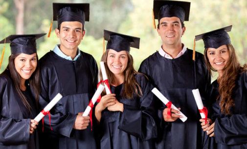 Ofrecen becas universitarias para jóvenes con DACA o TPS