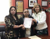 Consulado General de México en Raleigh expide la primer acta de nacimiento a mujer no registrada en su país