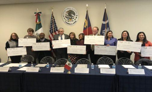 Entregan más de $74,000 para programas educativos a favor de mexicanos en las Carolinas
