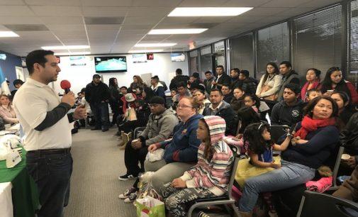 Guatemaltecos festejan la Navidad en consulado