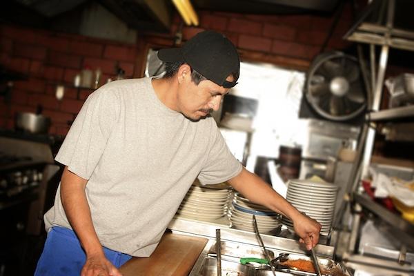 ¿Cuáles son los derechos de un empleador en caso de que Inmigración llegue a su negocio?